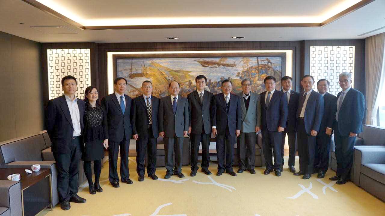 北控集團拜會江丙坤,左起第6人為北控副董侯子波,最右邊則是傅崐萁姊夫、能率集團總經理胡湘麒。(圖片來源:海貿會官網)